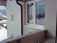 Balkon_Blick_zum_Fenster_der_Küche_App._Dobratsch